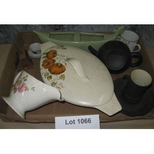Ceramic Items, Gravy Boat, Covered Bowl