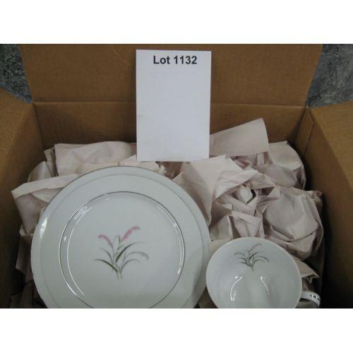 """Box of Dishes - Yamaka """"Sayonara"""" Pattern"""