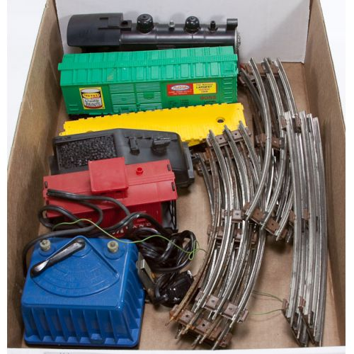 Lionel Model Train Engine, Cars, Track, Transformer