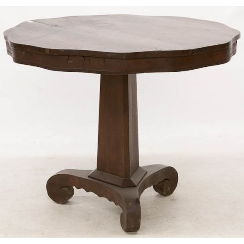 Round Scalloped Center Table