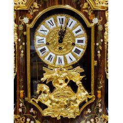 View 3: Le Ore Italian Clock and Table