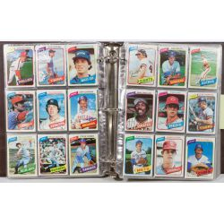 View 3: 1980 Topps Complete Baseball Card Set including Henderson Rookie Card